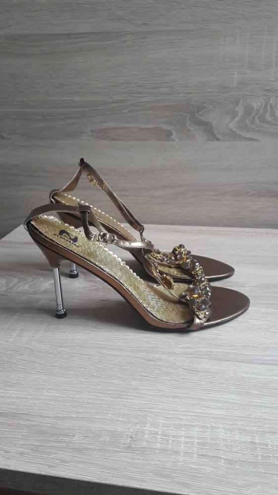 Nowe sandały na szpilce 39...