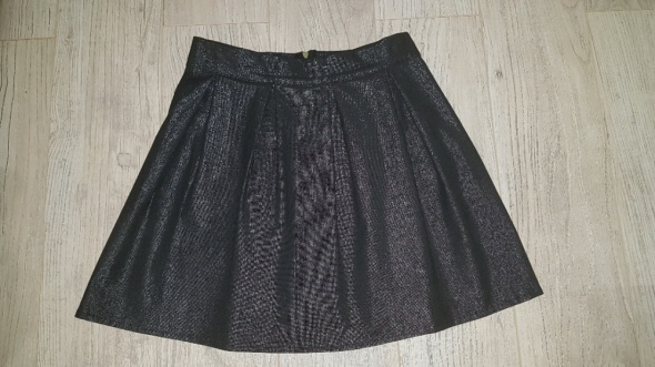 Spódnice śliczna rozkloszowaba delikatnie błyszcząca spodniczka