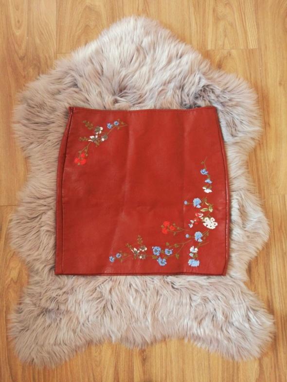 Skórzana mini spódnica z haftem nowa