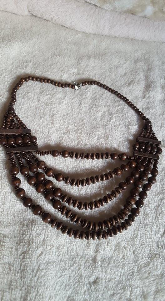 Naszyjnik z brązowych koralików