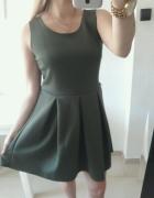 Boohoo sukienka rozkloszowana khaki plisowana L