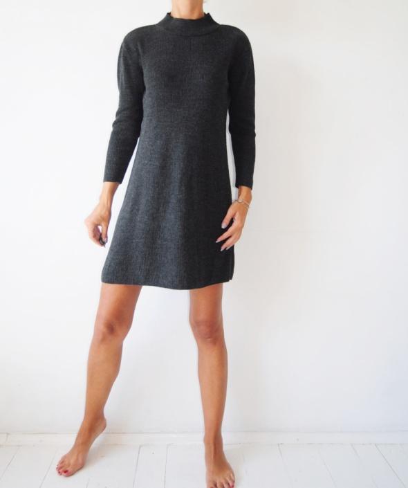 Popielata sukienka z półgolfem Asos