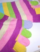 kolorowe skarpetki z palcami