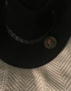 Czarny skórzany kapelusz