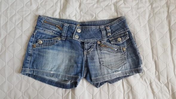 Spodenki jeansowe przetarcia dziury