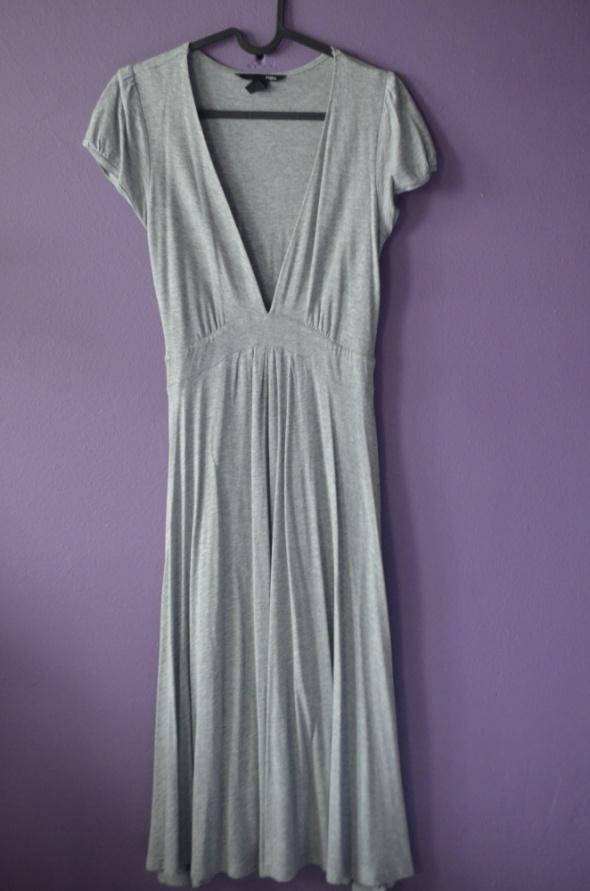 3d47140bb32a6b Suknie i sukienki długa sukienka MID dekolt szara BASIC 34 36 XS H&M