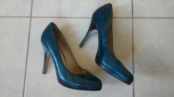 Skórzane niebieskie buty na obcasie 38