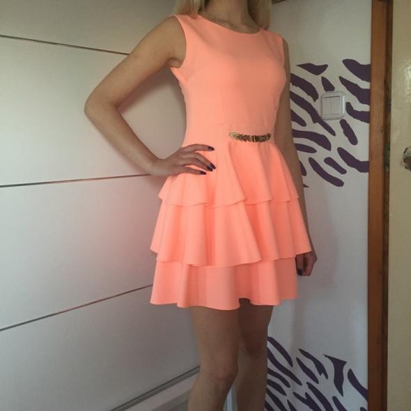 ff48255918 Śliczna brzoskwiniowa sukienka z falbankami w Suknie i sukienki ...
