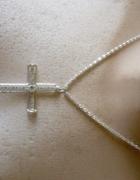 srebrny łańcuch z cyrkoniowym krzyżykiem