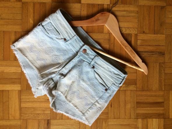 H&M jeansowe szorty cieniowane ombre wzorki azteckie wyszywane