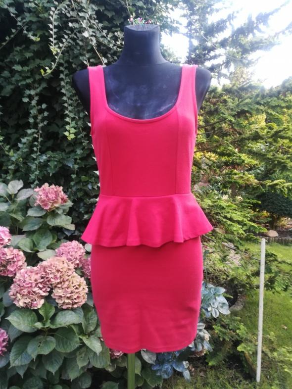 Czerwień sukienka z baskinką...