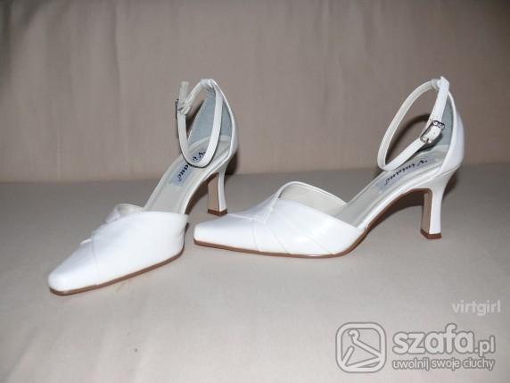 Ślubne białe buciki