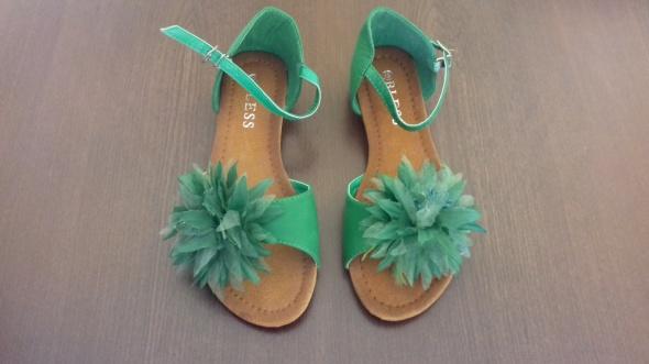 Nowe zielone sandały
