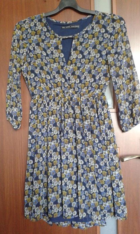 Sukienka w kwiatki Zara