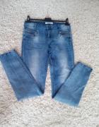 Niebieskie jeansowe rurki