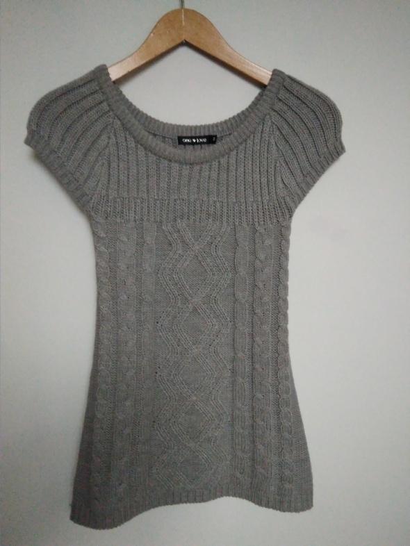 Wełniany szary sweter krótki rękaw