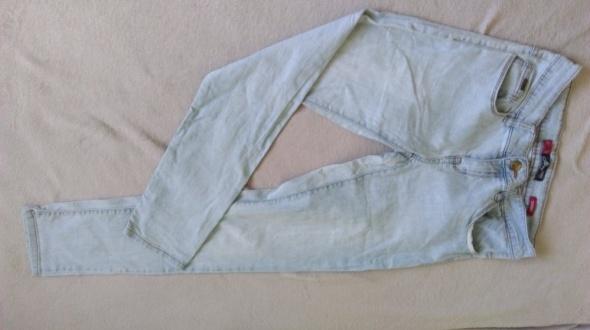 błękitne jeansy...