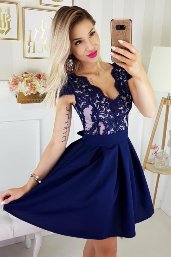 23234e41e4 Zjawiskowa sukienka granatowa koronka rękawek w Suknie i sukienki ...
