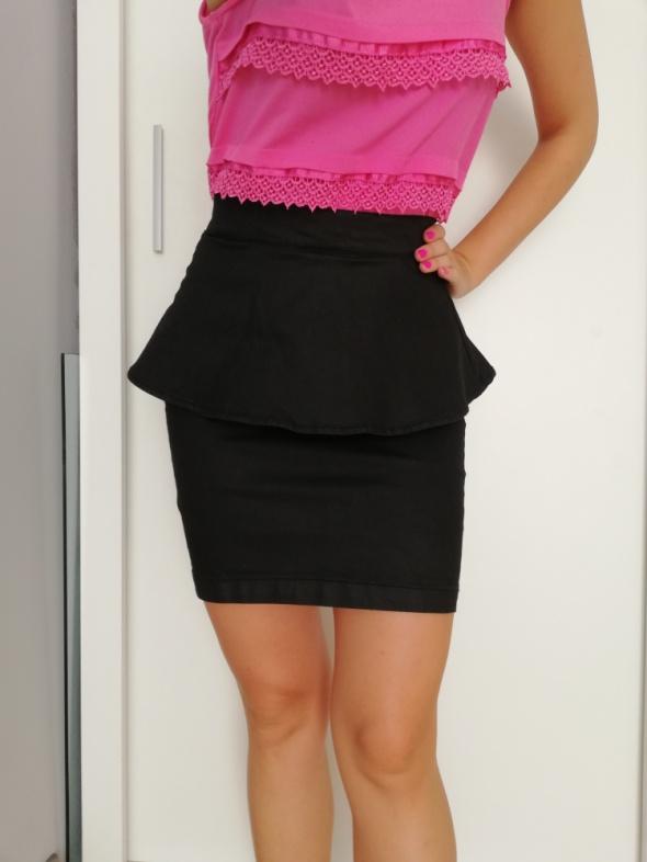 a9d0740a2a8fe7 Spódnice Czarna woskowana spódnica baskinka zamek Reserved ołówkowa  elastyczna tuba