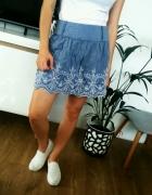 rozkloszowana niebieska Ala jeans spódnica z koronką haftem...