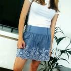 rozkloszowana niebieska Ala jeans spódnica z koronką haftem