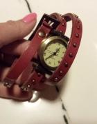 Czerony owijany zegarek...