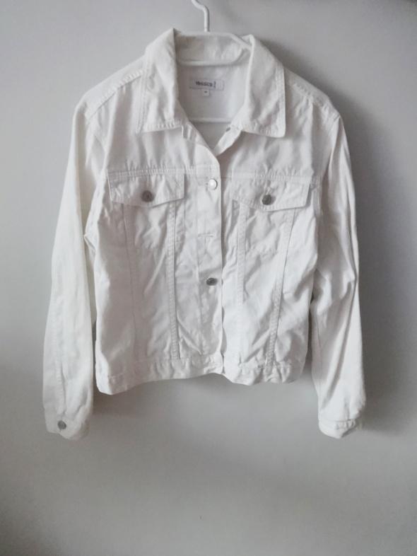 Biała jeansowa kurtka...