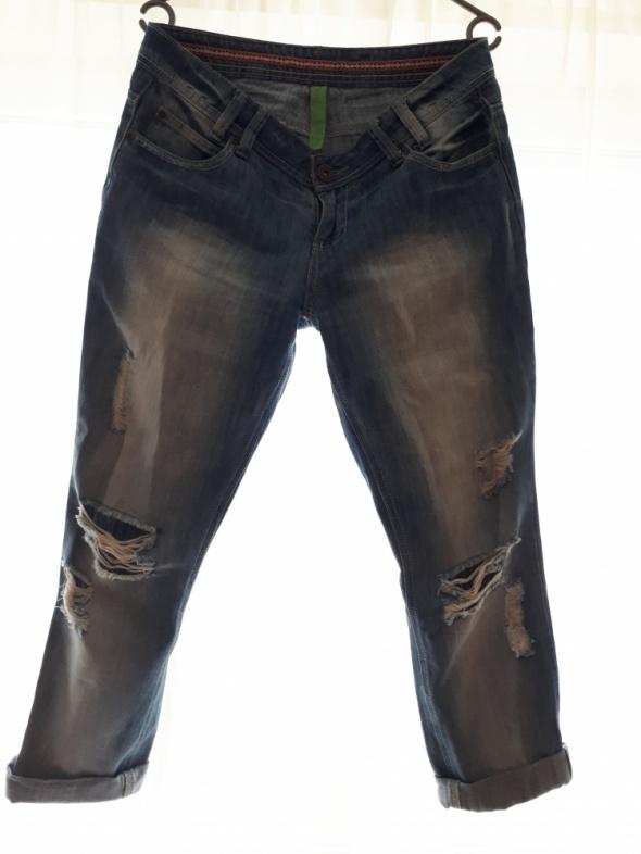 Spodnie typu boyfriend...