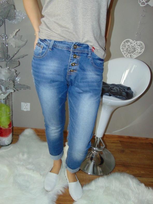 Spodnie jeans love...