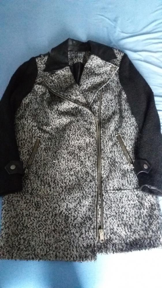 Płaszcz zapinany na boku coś jak zara