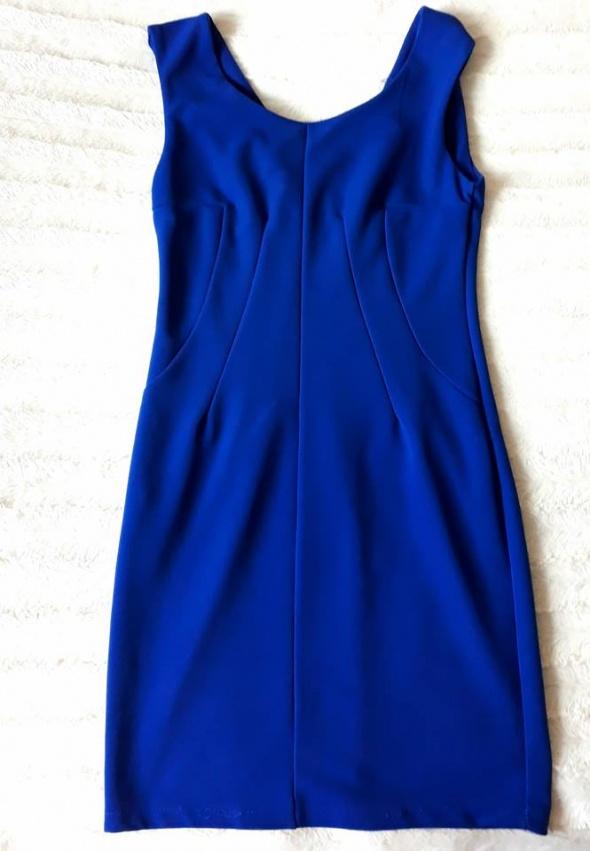 Kobaltowa dopasowana sukienka...