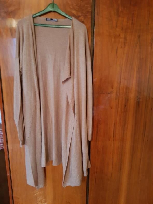 Luźny sweter beżowy