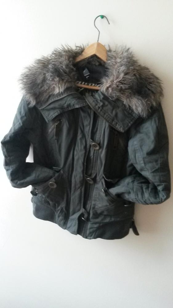 zimowa kurtka z futerkiem...