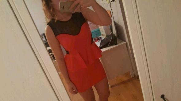 czerwona sukienka ćwieki baskinka
