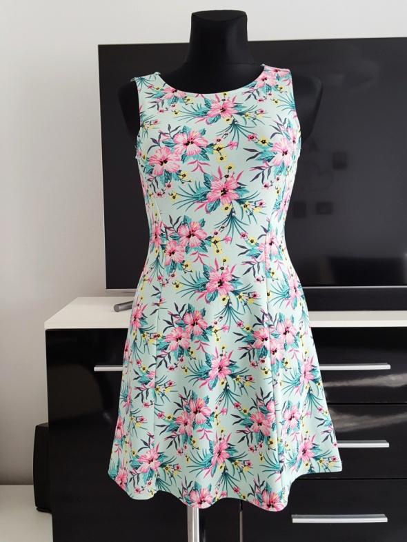 kolorowa sukienka w kwiaty H&M