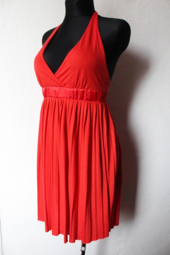Czerwona rozkloszowanaplisowana sukienka r M...
