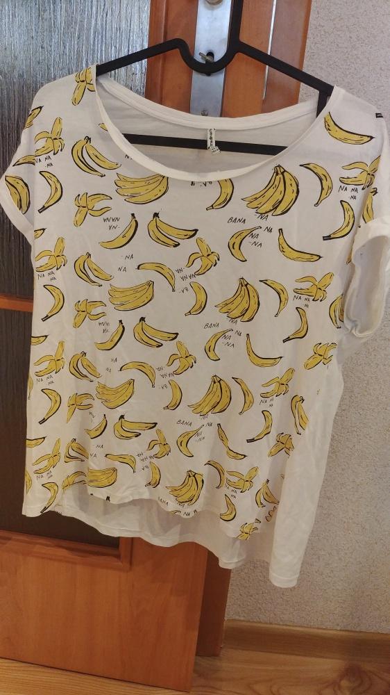 biały T shirt w banany rozmiar M Stradivarius...