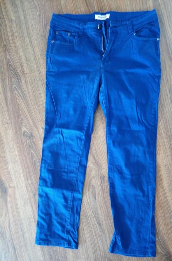 Niebieskie spodnie 31