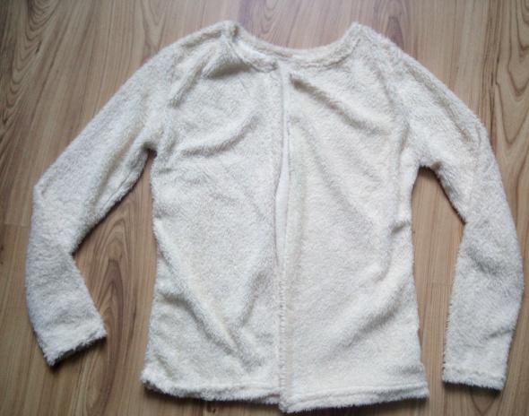 Pluszowy sweterek kremowy