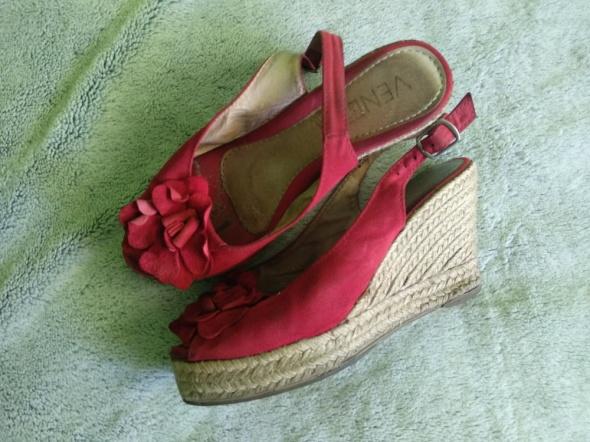 Czerwone koturny damskie buty używane zniszczone