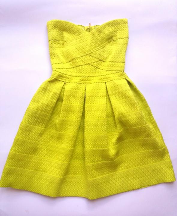 Sztywna neonowa sukienka