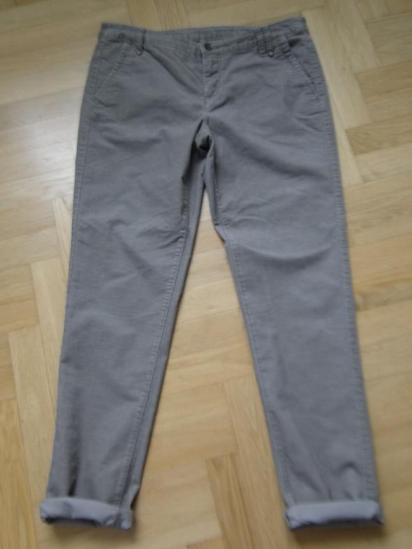 Spodnie chino brunatne 40 drobny sztruks...