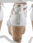 białe skórzane sandały 255cm...