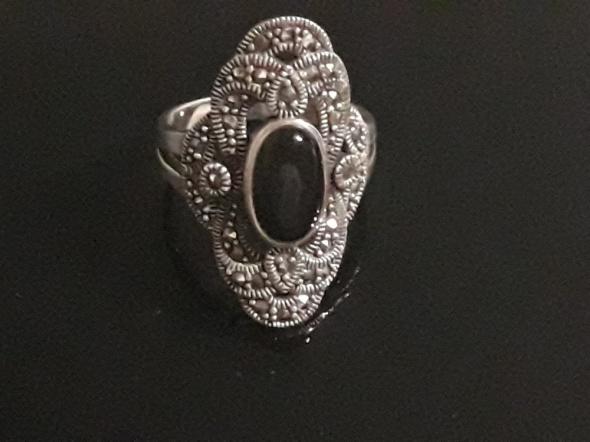 Elegancki pierścionek