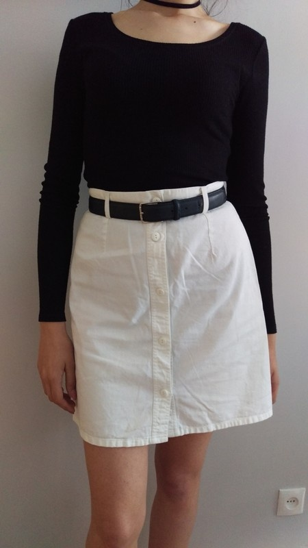 Biała spódnica rozpinana