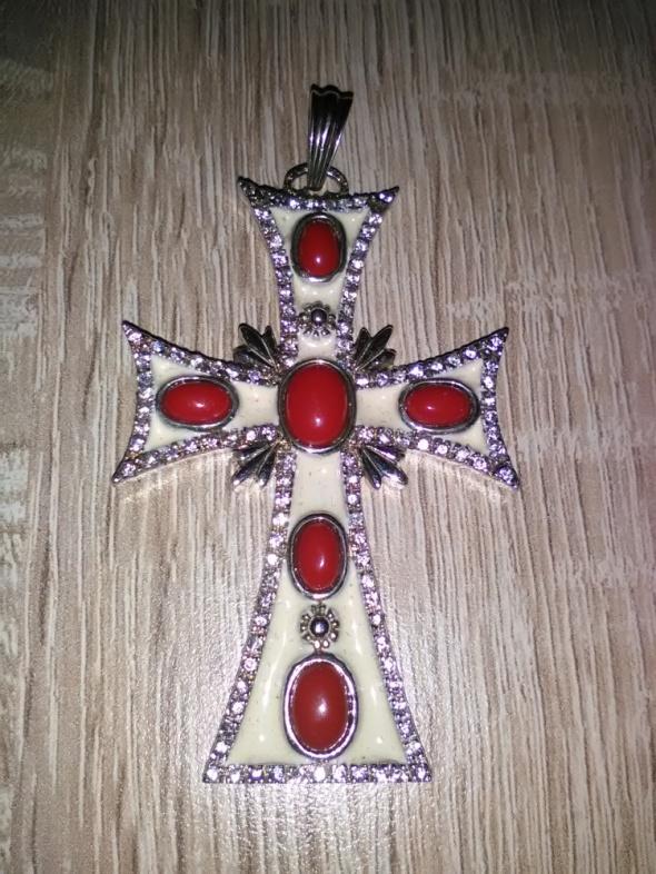 Duży srebrny krzyż z koralami i emalią
