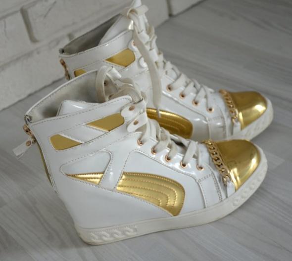 Biało złote sneakersy