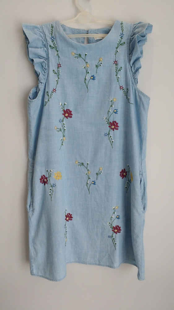 Urocza sukienka...