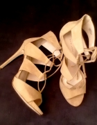 szpilki sandały zamszowe wiązane nude cieliste...