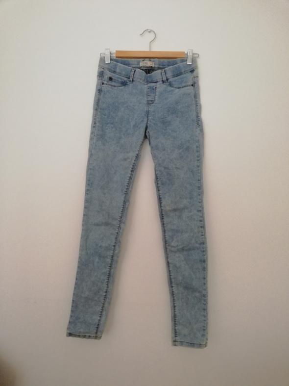 Jasne spodnie Pull and Bear 38 jeansy jegginsy tregginsy modne tumblr insta